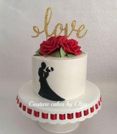 Red roses Valentine's cake
