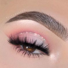 Pink Shadows With Glitter Eyeliner For Brown Eyes ★ With the right eyeshadow for brown eyes, you can not only accentuate your beauty but also reveal the real charm of your eyes. Here, we're sharing everything you need to know to reach perfecti Perfect Eyes, Perfect Makeup, Cute Makeup, Makeup Looks, Awesome Makeup, Makeup Inspo, Makeup Tips, Beauty Makeup, Beauty Tips