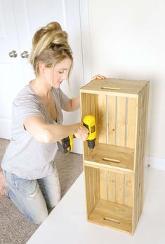 Wooden Crates Nightstand, Wooden Box Shelves, Diy Wooden Crate, Crate Bookshelf, Diy Nightstand, Wood Crates, Uses For Wooden Crates, Wood Shelf, Wooden Crafts