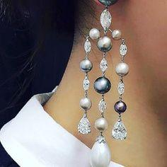 El Anillo Oui de Dior es una joya que transmite un mensaje de amor y se ha convertido en un best-seller de la joyería. Este anillo es un símbolo de compromiso y unión, un homenaje al amor en una sóla sílaba. El anillo Oui de Dior, de diseño delicioso y original, ha marcado un hito en joyería. Descubre aquí sus precios.
