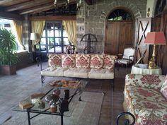 Le collezioni della famiglia Liguori rendono ancora più accoglienti i salotti www.anticocasaledeimascioni.it