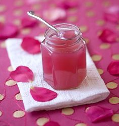 Confiture de pétales de roses - Recettes de cuisine Ôdélices Chutneys, Jam And Jelly, Sweet Recipes, Sweet Tooth, Sweet Treats, Food And Drink, Cooking Recipes, Favorite Recipes, Homemade