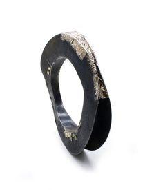 Gigi Mariani - Bracelet 'Contact' - Gold, Silver, Niello, Patina -  -:diam 6.8 cm / height 1.5cm / width 10.3 cm / depth 1.9 cm  - 2120€