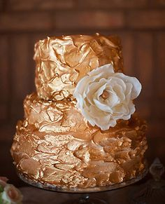Rustic icing golden wedding cream cake  I want this icing so much! I'll use it for my Vowel renewal ceremony!