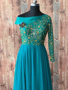 TS-DS- 639Available Grab this off-shoulder one sleeved Indo-western floor length from Team Teja..For orders/queriesCall/ whats app on8341382382 orMail tejasarees@yahoo.com. 25 December 2018 Western Gown, Western Dresses, Indian Dresses, Indian Outfits, Designer Gowns, Indian Designer Wear, Frock Style Kurti, Gown Party Wear, Churidar