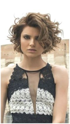 Short Layered Curly Hair, Short Curly Haircuts, Curly Bob Hairstyles, Hairstyles With Bangs, Easy Hairstyles, Long Layered, Layered Hairstyles, Fashion Hairstyles, Modern Haircuts