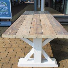 Ook hebben wij stijgerhouten tafels in het Woon Experience Centre in Gorinchem