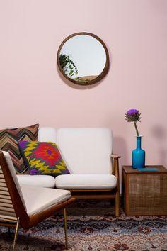 SUVINIL INTERPRETA TENDÊNCIAS 2015. #Cor Suvinil: Rosa Secreto, Crocante, Vermelho Veneziano Sweet Home, Color Pallets, Bedroom Colors, Color Combos, Paint Colors, Love Seat, Couch, Living Room, Interior Design