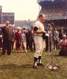 Mickey Mantle celebrating his game as a Yankee on September 1965 at old Yankee Stadium. Baseball Classic, Baseball Star, Better Baseball, Baseball Players, Baseball Ring, Baseball Cards, Baseball League, Cardinals Baseball, Yankees Fan