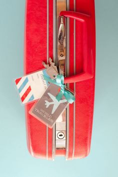 printable luggage tags- adorable! and I think I need that suitcase...