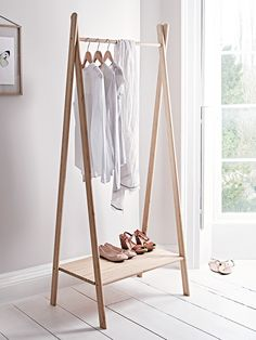 Stunning Aalto range combining Scandinavian design, sustainability and quality. A cleverly made lightweight clothes rail that has been crafted from durable carbonised bamboo with a lightweight cross top frame, large bottom shelf and single rail. Ideal for showing off your 'Önlings' clothes in the bedroom or for hanging coats in the hallway.