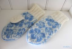 Ravelry: Valmuesøster pattern by StrikkeBea Knit Mittens, Different Textures, Yarn Crafts, Ravelry, Winter Outfits, Crochet Pattern, Slippers, Beanie, Knitting