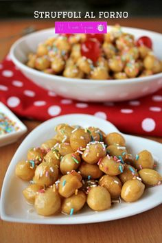 struffoli al forno Honey Balls Recipe, Italian Cake, Xmas Food, Mini Desserts, Mediterranean Recipes, Biscotti, Christmas Treats, Food Inspiration, Italian Recipes