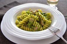 La ricetta della pasta broccoli e salsiccia è semplice, veloce e ricca di gusto. La pasta broccoli e salsiccia è un primo piatto completo che piacerà anche a chi non ama questa verdura.