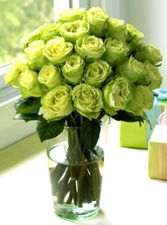 I love green roses. I'd never heard of them before I had them in my wedding bouquet!