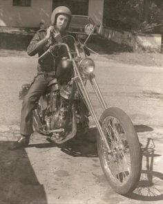 74     Raked & stretched Panhead.