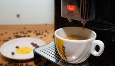 Genuss Kaffee Melita Vollautomat Shops, Tableware, Fine Dining, Vending Machines, Kaffee, Tents, Dinnerware, Dishes, Retail Stores