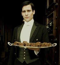 Thomas played by Rob James-Collier. I never should have started Downton Abbey. Carolina Herrera, Downton Abbey Thomas, Edith Crawley, Robert Crawley, Rob James Collier, Phyllis Logan, Karl Lagerfeld, Mejores Series Tv, Hugh Bonneville