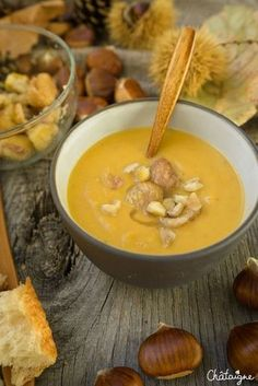 Soupe Potiron-Châtaignes Healthy Breakfast Recipes, Raw Food Recipes, Healthy Drinks, Healthy Cooking, Easy Dinner Recipes, Soup Recipes, Healthy Recipes, Rustic Food Photography, Drink Recipe Book