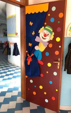 School Board Decoration, School Door Decorations, Class Decoration, Circus Party Decorations, Circus Theme Party, Preschool Door, Preschool Crafts, Theme Carnaval, Clown Crafts