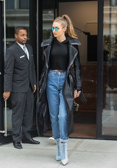 Inspiring Winter Women Style With Casual Chic Outfits 25 - casual Chic inspiring outfits STYLE winter women 299419075228898674 Gigi Hadid Looks, Gigi Hadid Style, Gigi Hadid Casual, Mode Outfits, Fashion Outfits, Womens Fashion, Denim Fashion, Style Fashion, Latest Fashion