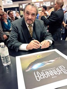 The Shannara Chronicles: John Rhys Davies signing posters for fans