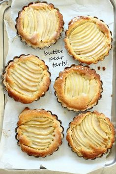 Flaky Butter Pear Tarts A flaky pastry tart filled with vanilla pudding sponge and pears. Sweet Pie, Sweet Tarts, Pear Recipes, Sweet Recipes, Just Desserts, Dessert Recipes, Slow Cooker Desserts, Pear Tart, Tart Filling