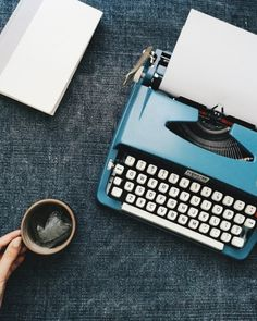 Vintage typewriter and coffee all day Writing Machine, Retro Typewriter, Graffiti, Vintage Typewriters, Kelly Wearstler, Coffee And Books, Vsco Grid, Blue Aesthetic, Vintage Design