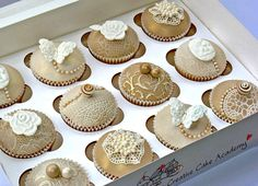 VINTAGE CUPCAKES - LACE AND PEARL DESIGN