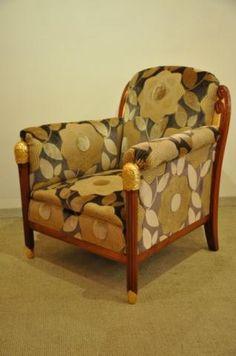 Maurice DUFRENE fauteuil en noyer massif , sculptures en bois doré à la feuille d'époque ART DECO circa 1920-1925.