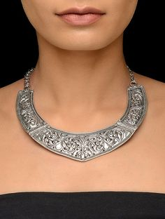 Classic Silver Necklace with Floral Motif