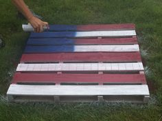 DIY Pallet Ideas: How To Make An American Flag diy pallet ideas: How to make an american flag The post DIY Pallet Ideas: How To Make An American Flag appeared first on DIY Crafts. Pallet Projects Signs, Pallet Crafts, Pallet Signs, Wood Crafts, American Flag Pallet, American Flag Decor, Pallet Flag, Pallet Art, Wood Pallets