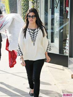 38848737d6dd84c6_pregnant-fashionista-kourtney-kardashian-out-shopping-in-los-angeles-4-435x5801.jpg 435×580 pixels