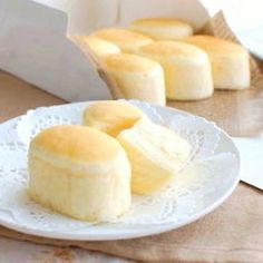 Steamed Double-Cheese Cake:This steamed cake is made with two types of cheese , it has wonderful moist and fluffy texture. Provided by OYSHEE - easy recipes - Bakery Recipes, Sweets Recipes, Cooking Recipes, Easy Recipes, Custard Desserts, Custard Cake, Japanese Cake, Japanese Desserts, Steamed Cake