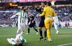 Niesportowe zachowanie Portugalczyka • Cordoba CF vs Real Madryt • Faul i czerwona kartka Cristiano Ronaldo w Primera Division >>
