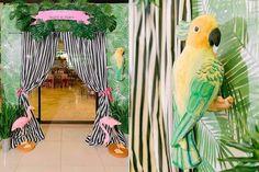Divertida temática para los niños más grandecitos, con colores veraniegos y adornos tropicales. También ideal para comuniones que siempre son en meses de primavera