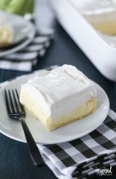 This Cream Puff Cake is one of my favorite #dessert #recipes for #spring and #summer! #creampuff