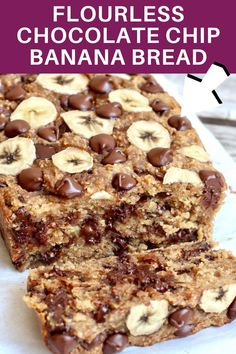 This Flourless Chocolate Chip Banana Bread only calls for 4 ingredients and is made with just bananas, oats, peanut butter & chocolate chips. That's it and it's so unbelieveably AMAZING! #bananabread #flourlessbread Banana Oats, Chocolate Chip Banana Bread, Chocolate Chips, Healthy Desserts, Dessert Recipes, Healthy Fats, Healthy Recipes, Cloud Bread, Flourless Chocolate