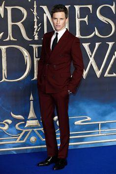 "Eddie Redmayne, Jude Law, Callum Turner and Johnny Depp at the ""Fantastic Beasts: The Crimes of Grindelwald"" UK Premiere British Men, British Actors, Callum Turner, Crimes Of Grindelwald, Fashion Angels, Red Suit, Eddie Redmayne, Jude Law, Red Carpet Looks"