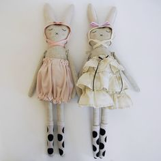 Lieschen Mueller dolls More inspiration for softie bunny dolls in elegant attire. Now have another reason to buy more vintage trims and silks, yea!