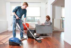 A menudo yo limpio mi casa con mis padres.
