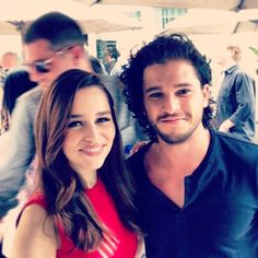 Emilia Clarke and Kit Harington at SDCC 2013 (Daenerys Targaryen and John Snow - GOT)