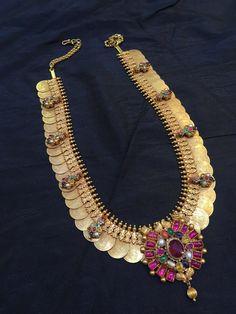 Traditional lakshmi kasu mala with detachable navaratan stone pendant in 22 carat gold 1 Gram Gold Jewellery, Real Gold Jewelry, Gold Jewellery Design, Indian Wedding Jewelry, Indian Jewelry, Bridal Jewelry, Antique Jewelry, Antique Gold, Necklace Designs