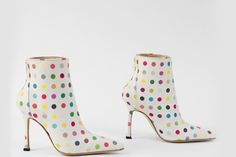 MORRI! Modeconnect.com - The boundaries of fashion and art and blurred with Damien Hirst dot boots (by Manolo Blahnik), 2002