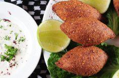 El Kibbeh es carne molida con trigo, un plátillo tipico árabe. Shawarma, Kibbeh Recipe, Colombian Food, Colombian Recipes, Palak Paneer, Cornbread, Nutella, Beverages, Cooking Recipes