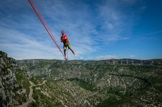 After walking an unprecendented long highline over the Navacelles valley, three French athletes become world-record holders. France 4, Golden Eyes, Living On The Edge, Hair Transplant, World Records, Sport, Golden Gate Bridge, French, Turkey