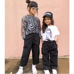 """Junior Style London on Instagram: """"#monochromemonday 🔥💥❤️✔️💯 . . #Repost @g.von.g ・・・ Lil sis Gwen still learning how to look into the camera! HAPPY MONDAY✨🖤✨ . ⚠️ What Lil G…"""" Lil Sis, Girls Wear, Happy Monday, Monochrome, Little Girls, Kids Fashion, That Look, Hipster, London"""