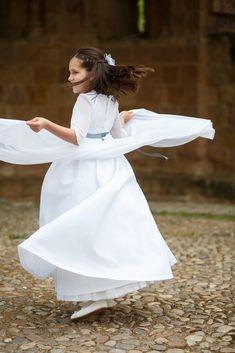 fotografo de Comunion   El estudio de Blanca – fotografo de boda Bra Video, Madrid, White Dress, Videos, Photography, Dresses, Fashion, Baby Photographer, Natural Looks