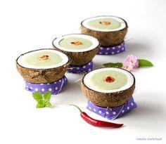 Pikante Kurumba Avocado-Kokos-Suppe mit Garnelen von Natallia