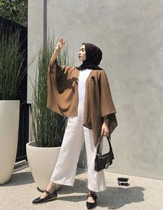 Your scarf is an essential bit inside the attire of ladies having hijab. As it is the most important addition Modern Hijab Fashion, Street Hijab Fashion, Hijab Fashion Inspiration, Muslim Fashion, Cute Fashion, Modest Fashion, Fashion Outfits, Korean Fashion, 80s Fashion